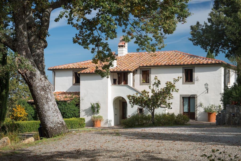 Beautiful villa in Tuscan hills