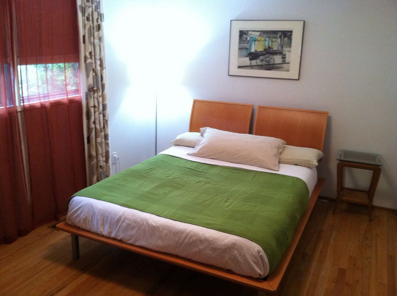 Queen size bed with memory foam mattress. Very clean and comfortably sleeps two guests.