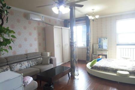 会展中心旁 地铁口黄河南路站 温馨浪漫 田园 观景圆床房 可有发票 - Zhengzhou - Apartament