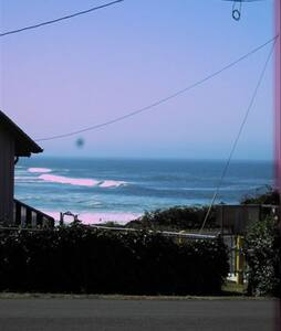 Yachats Cottage by the Sea - Yachats - House