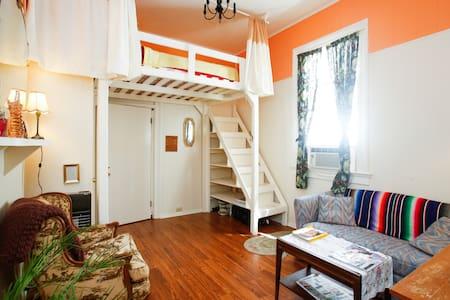 Le Peach Parlor,Free Bikes,Loft Bed - New Orleans - House