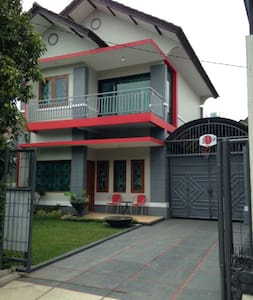 Room type: Entire home/apt Property type: Villa Accommodates: 15 Bedrooms: 3 Bathrooms: 3