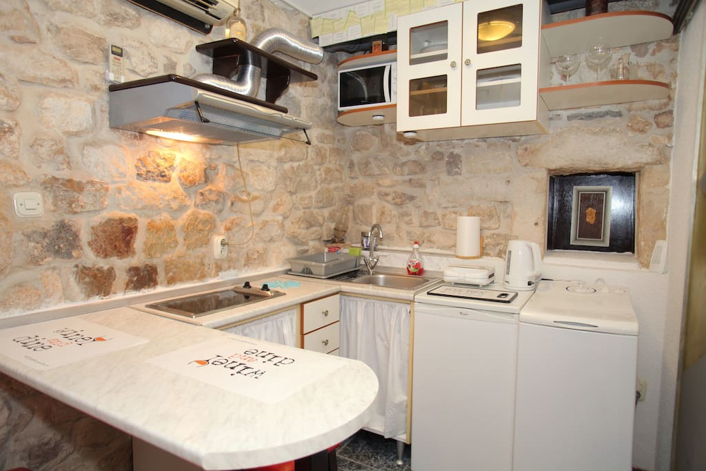 Charming kitchenette completely equipped with stove, microwave, fridge, toaster, electric kettle...