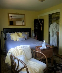 Guest Room 103 with 3/4 bath  - Tacoma - Bed & Breakfast