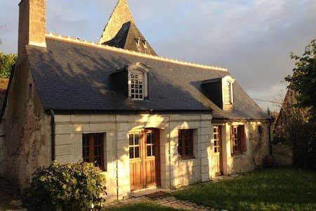 Ancien presbytère du XVe siècle - House