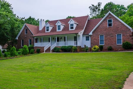 Stunning 4 BDR Mansion, 1 Acre Pool - House