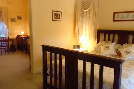 Cowes Cottages B&B The Ivory Suite - Bed & Breakfast