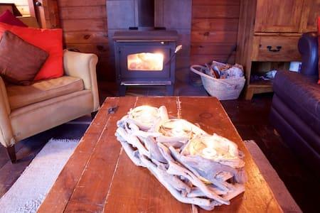 Lakeside Cozy Bear Cabin - Kabin