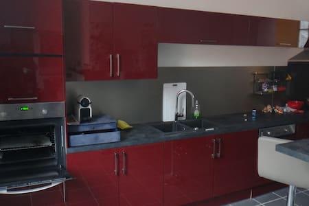 Duplex moderne, idéalement situé - Lejlighed