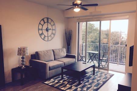Luxury Downtown Space on Rainey St. - Austin - Apartment
