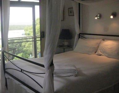 Lakeside Escape B&B - Bed & Breakfast
