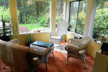 The Vines Garden Suite - Cobble Hill