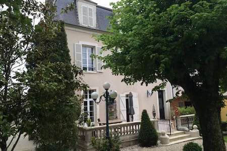 LA CHAMBRE ORANGE / 2 chambres  avec 2 SDB - Saint-Florentin