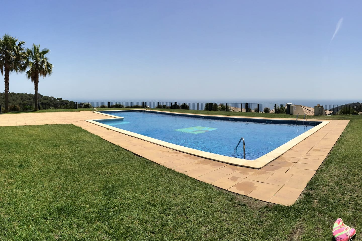 Shared swimming pool. On a hill, with spectacular views over the sea and the countryside.