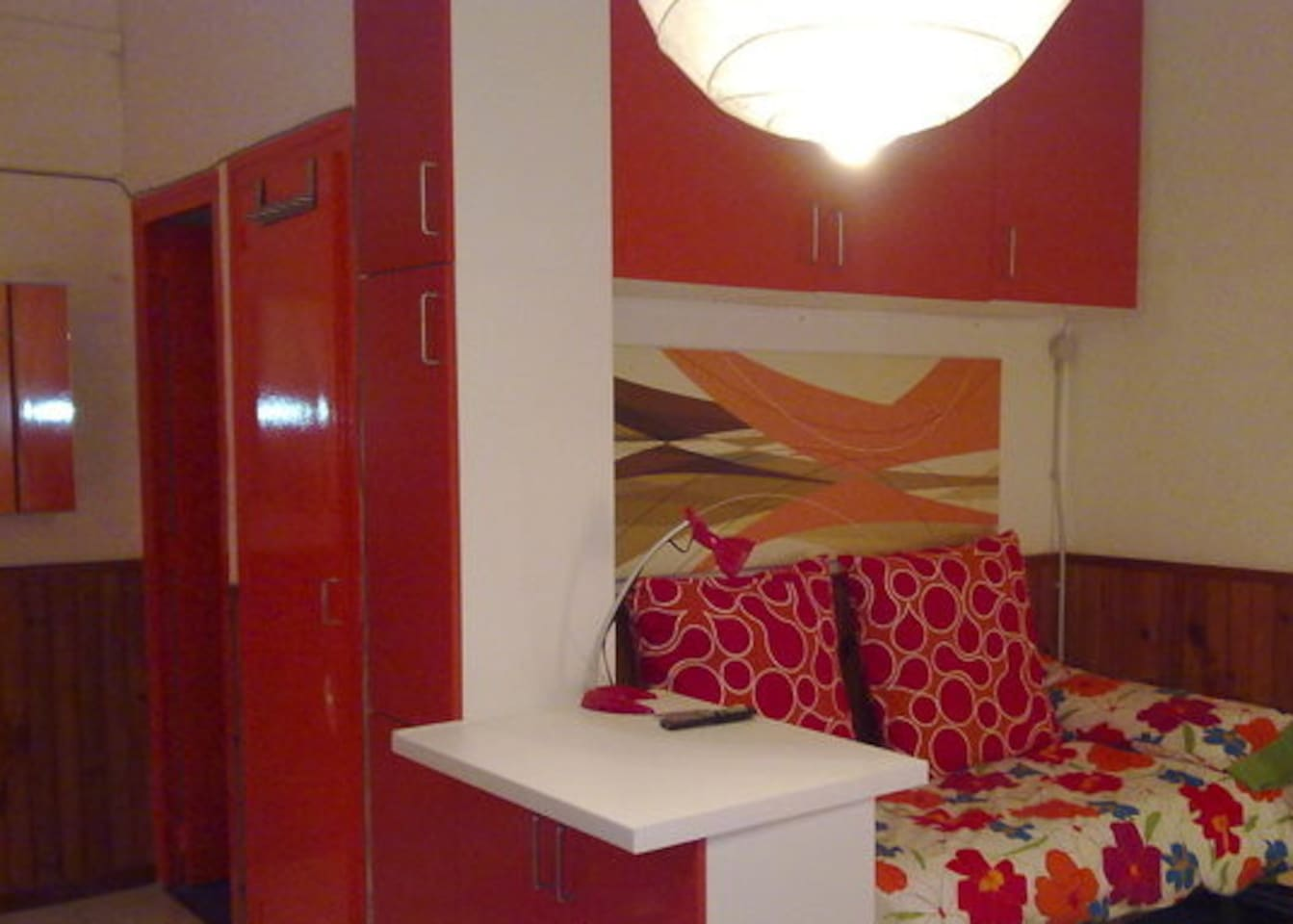 A dynamic space. Studio with: sofa-bed, TV HD, Radio, Eco Lights, and everything you need...