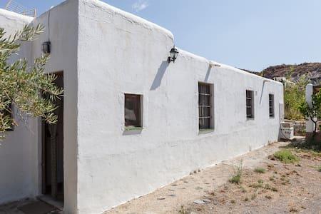 tradicional cortijo en Huebro - Níjar