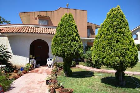 Villa 100 mt dal mare e a pochi minuti da Ortigia - Punta Milocca - Villa