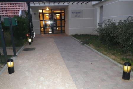 Studio calme dans résidence Lyon 8 - Apartment
