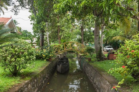 Kumarakom homestays Coconut creek - Bed & Breakfast