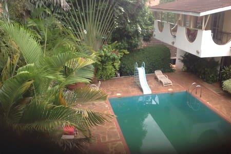 Two bedroom self-catering cottage. - Nairobi - Bed & Breakfast