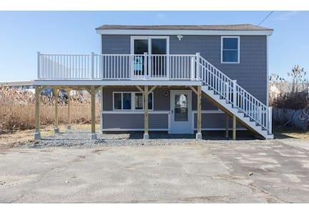 Beach Living Condo! One large bedroom, sleeps 4 - Hampton - Condominium