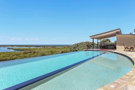 Views, relax in classy villa - Banora Point - Villa