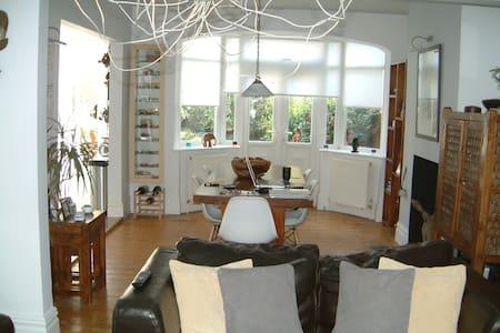 Lovely semi-detached house - Maison