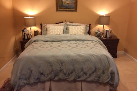 Comfy Queen, Spacious Apartment - Woodbridge - 公寓