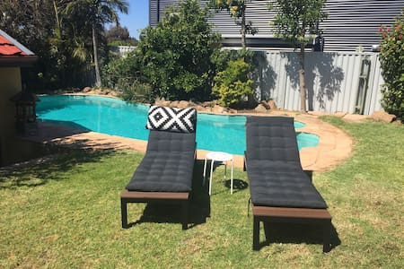 Perfect Summer pad with pool & deck - Mosman Park