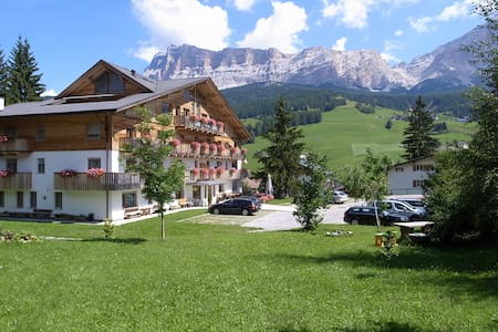 Gorgeous Dolomites Views, cozy apartment - Lägenhet