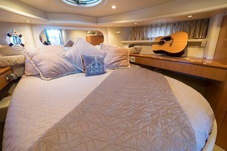 Luxury Yacht in Marina w/ local fun - Stockton - Boat