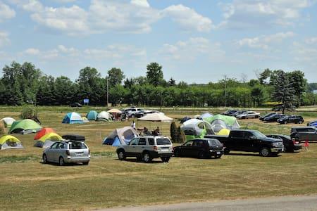 Camping for Rockfest - Papineauville - Zelt