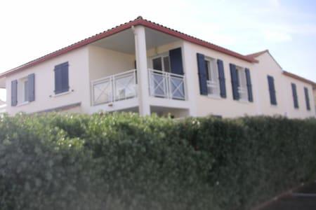 Appartement à 200 m de la mer avec piscine - Apartmen