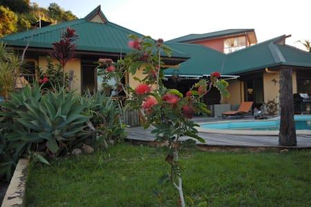 Jolie maison vue mer 180° - Nouméa - House