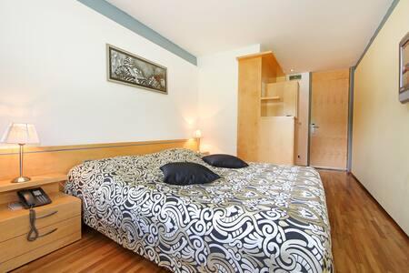 Kongo Hotel 4* | Doppelbettzimmer - Bed & Breakfast