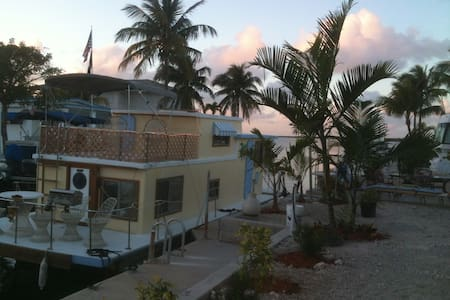Key Largo Bay: Ever Amor Houseboat - 배