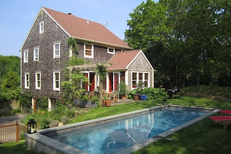 On Top of The Hill in Sag Harbor - Sag Harbor - House