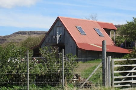 Tractor House (Sleeps 2) - Bunessan - Andre
