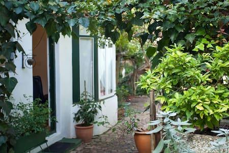 Victorian home Dorp Street room #3 - Stellenbosch - Bed & Breakfast
