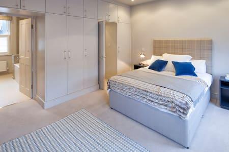 Big Luxury Room Ensuite Fulham Central West London - London - House