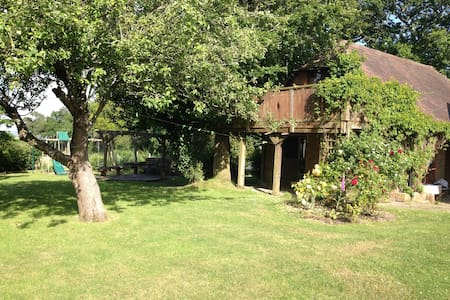 Treetops -  romantic studio apartment/treehouse - Herstmonceux - Apartamento