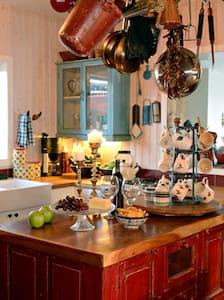 Hrifunes Guesthouse rustic & cozy  - Kirkjubaejarklaustur - Bed & Breakfast