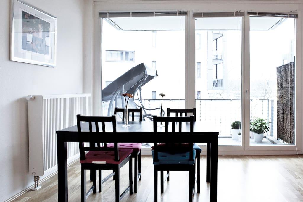 Wohnzimmer mit Blick auf die Spree (Essbereich)