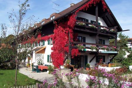 Gemütliche Wohnung mit Seeblick  - Huoneisto