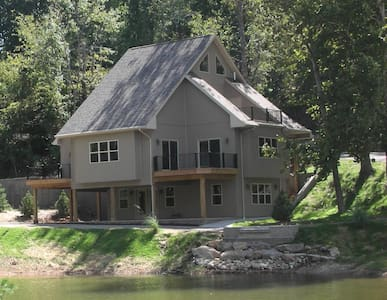 Lakefront Home Sleeps Up To 14 - Lake Ozark