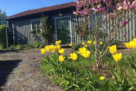 Stuga i populära Vickleby på Öland - Mörbylånga N - Blockhütte