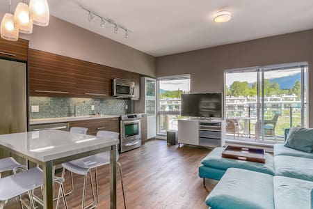 Exec 1Bd Large Living near Lonsdale - North Vancouver - Apartment