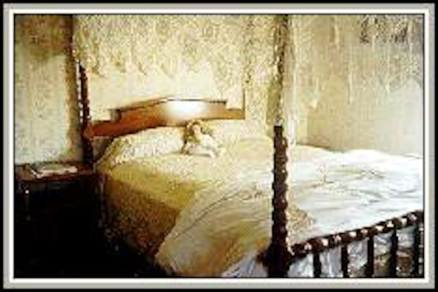 Guest Room -Victorian Ambience