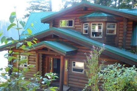 Lakefront Log Cabin Getaway - Mount Vernon - Dům