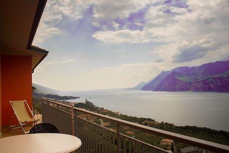 Stunning view of the lake ! New2013 - Apartamento